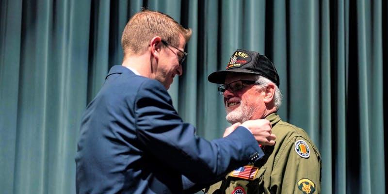 veterans pinning general